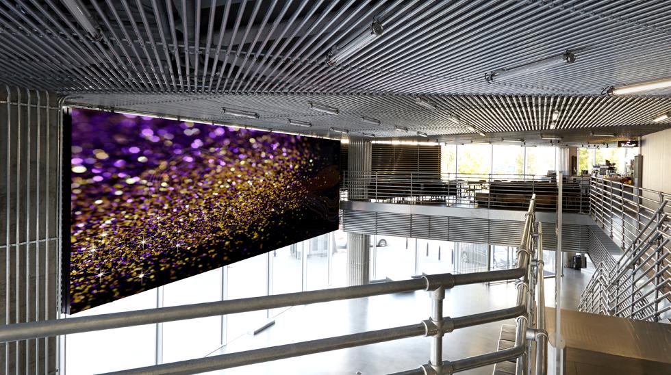 현대 모터스튜디오 내부에 설치된 LG전자의 55LV75A