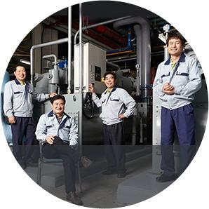 20명의 직원이 24시간 교대체제로 냉방을 관리하는 시설팀. 왼쪽으로부터 김태후, 민충기, 남규성, 배용수