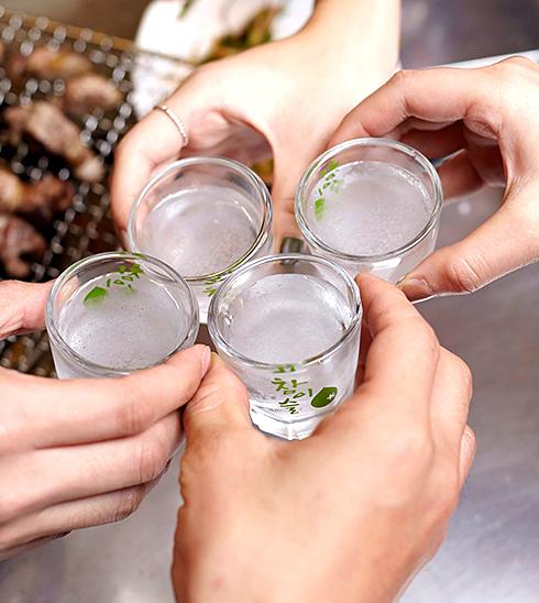 살얼음 소주는 소주 특유의 쓴맛이 덜하고 목넘김이 좋아 여성 손님들에게도 인기가 좋다.